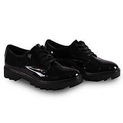 Стильная лаковая обувь на низком ходе