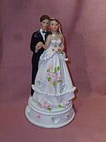 Декоративная свадебная статуэтка жених и невеста на торт 16,5 сантиметров высота