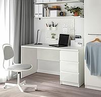 Компьютерный стол, письменный стол, рабочий стол ,три выдвижных ящика c фасадами без ручек из ДСП, МДФ