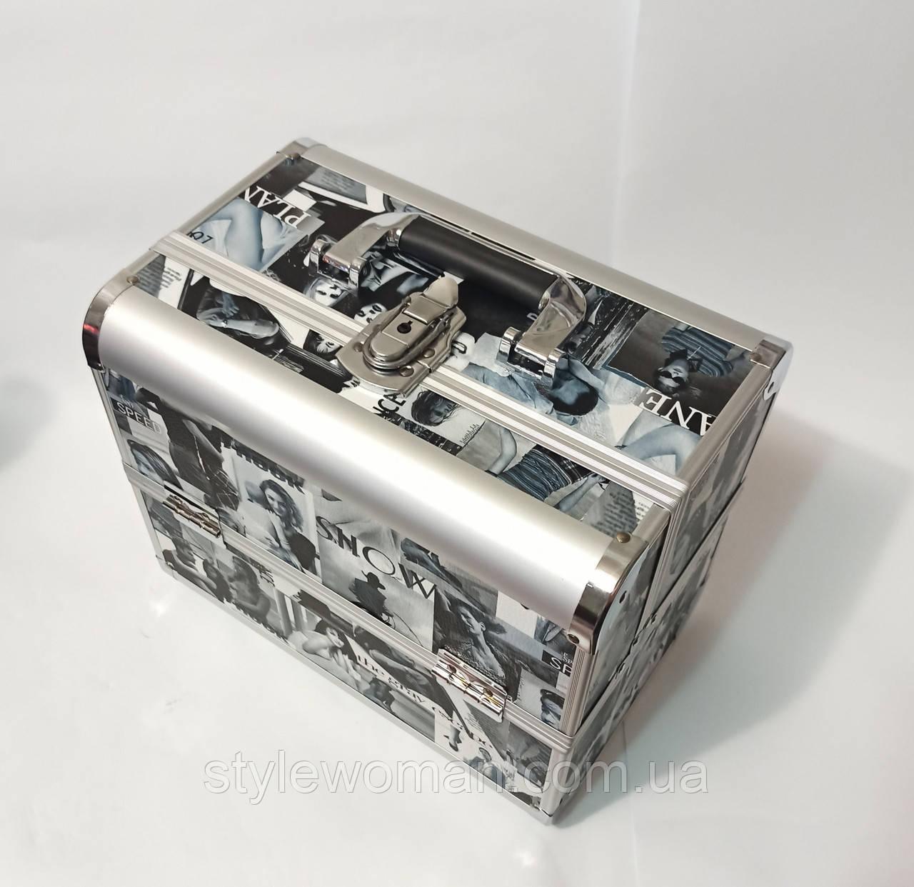 Б'юті алюмінієвий кейс валізу з ключем журнал чорно білий