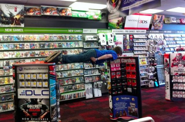 Никаких цифровых копий игр! Такова новая политика GameStop