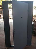 Тамбурная дверь с двумя боковыми фрамугами