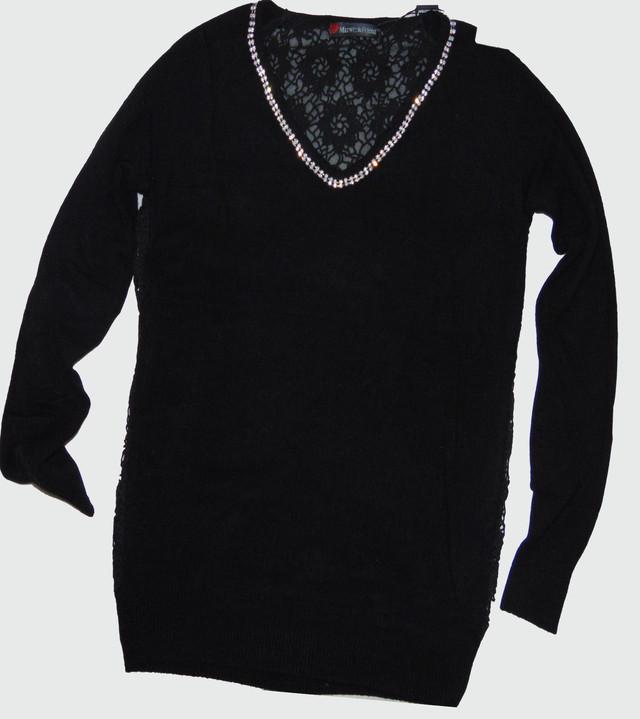 Горловинка с камнями женского пуловера черного цвета Лилиана SvLl115