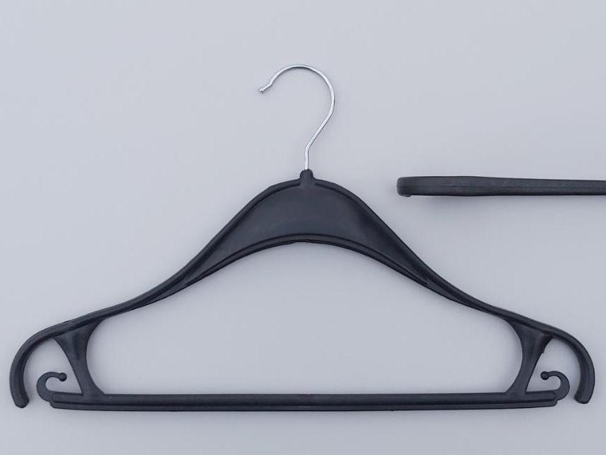 Длина 40 см. Плечики вешалки пластмассовые Турок черного цвета