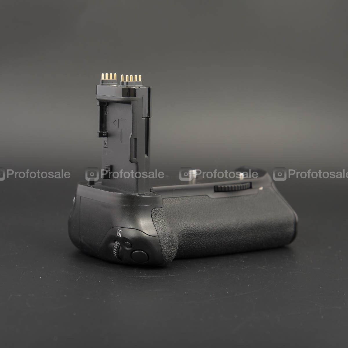 Бустер Phottix BG-70 для Canon 70D
