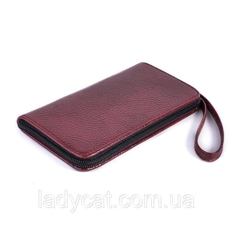 Универсальный чехол для телефона бордового цвета