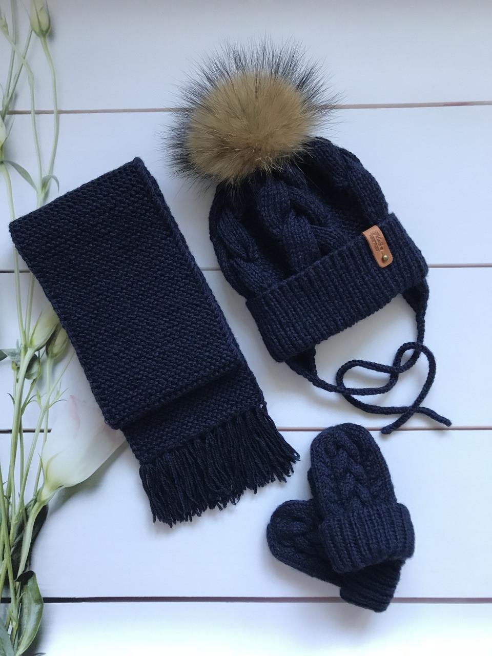 Вязаная зимняя утепленная шапка, шарф, варежки с натуральным меховым бубоном ручной работы.