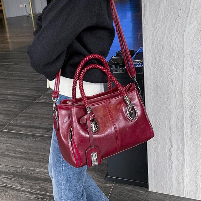 Стильна жіноча сумка ділового стилю