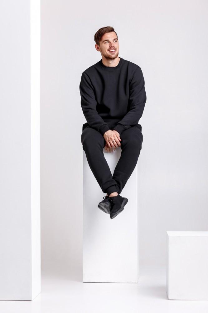 Мужской спортивный костюм черного цвета