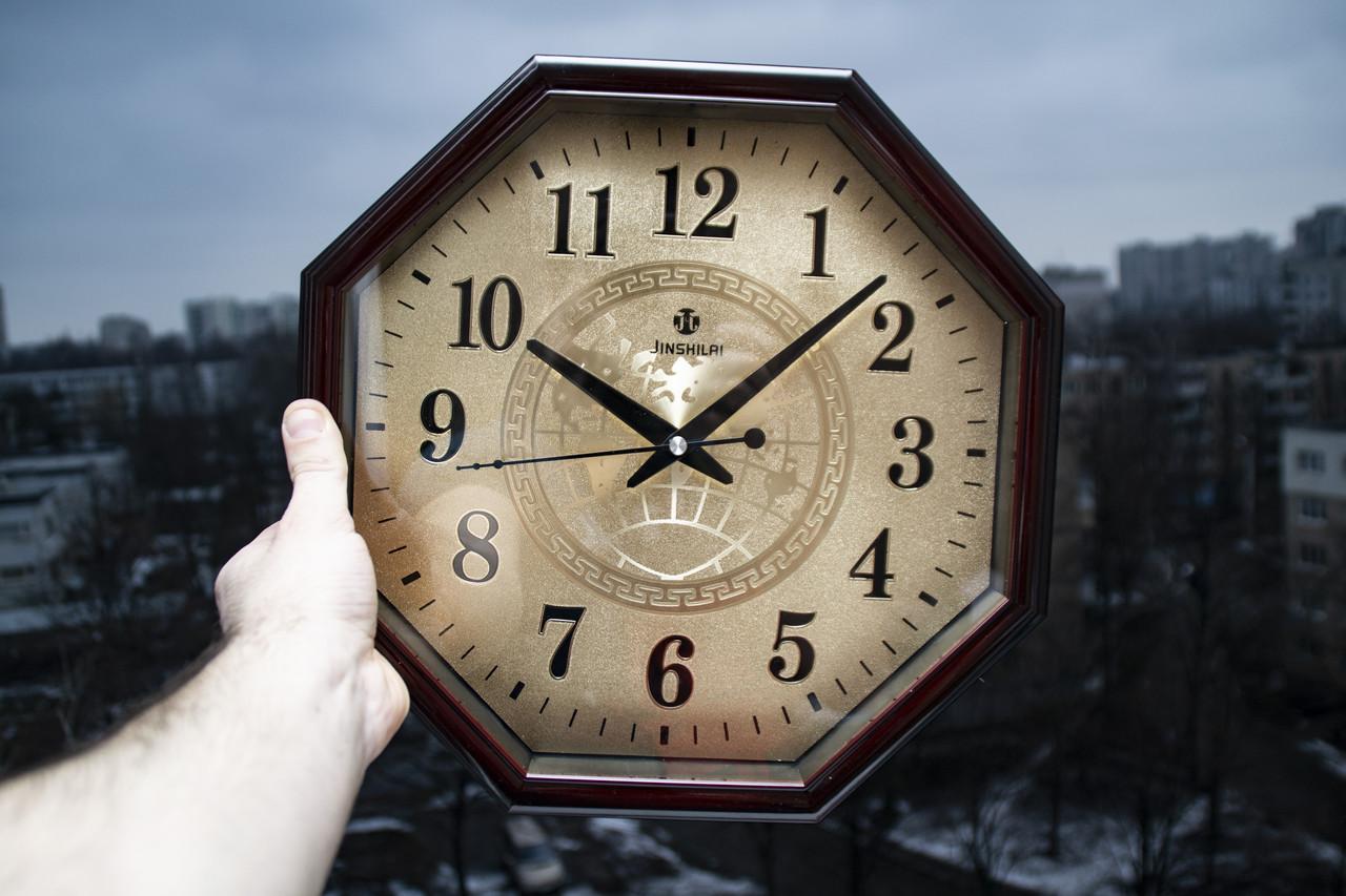 Настенные часы с металлическим циферблатом. Часы JSL 42D кварцевые. Размер 32 см.