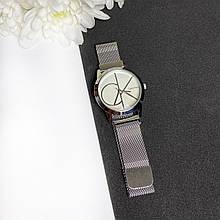 Стильний жіночий годинник