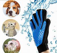Перчатка для легкого вычесывания шерсти True Touch синяя.