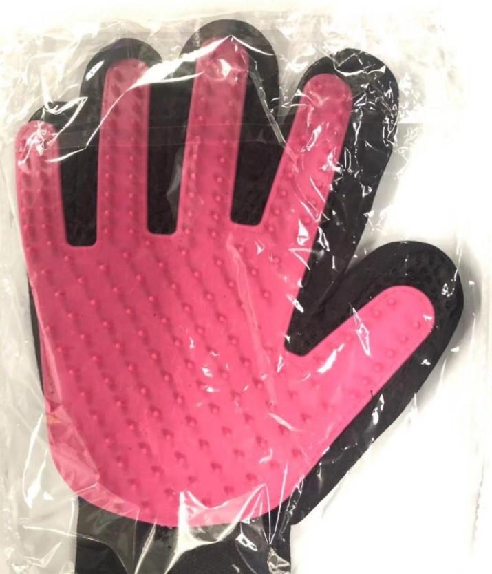 Перчатка для легкого вычесывания шерсти True Touch коралловая
