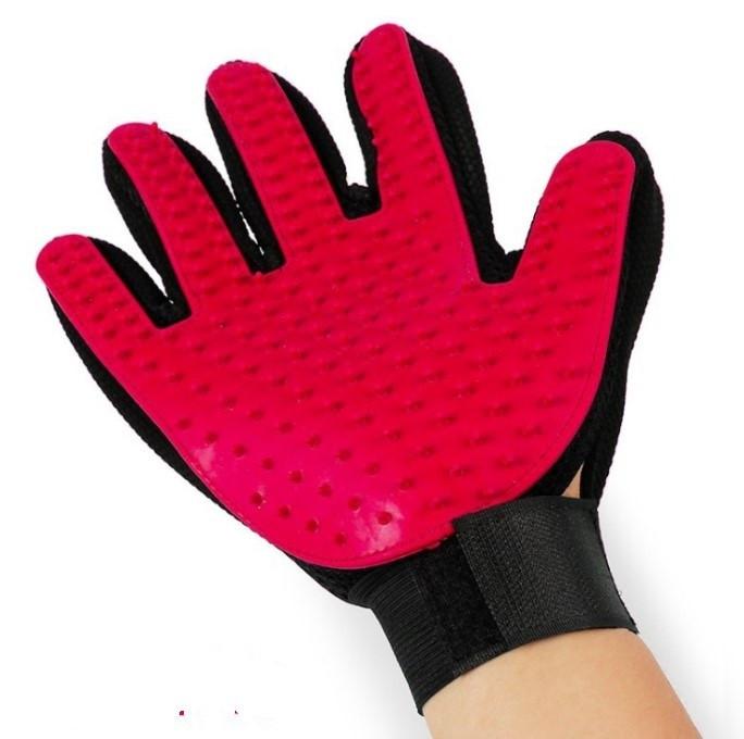 Перчатка для легкого вычесывания шерсти True Touch красная
