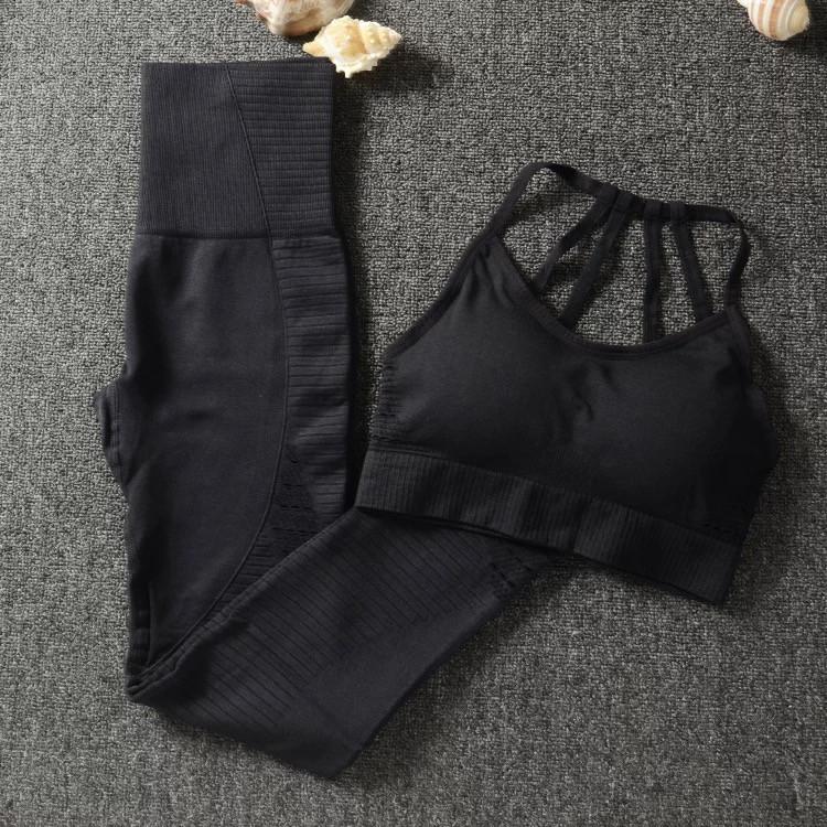 Чёрный облегающий спортивный костюм (лосины с высокой талией и топ)