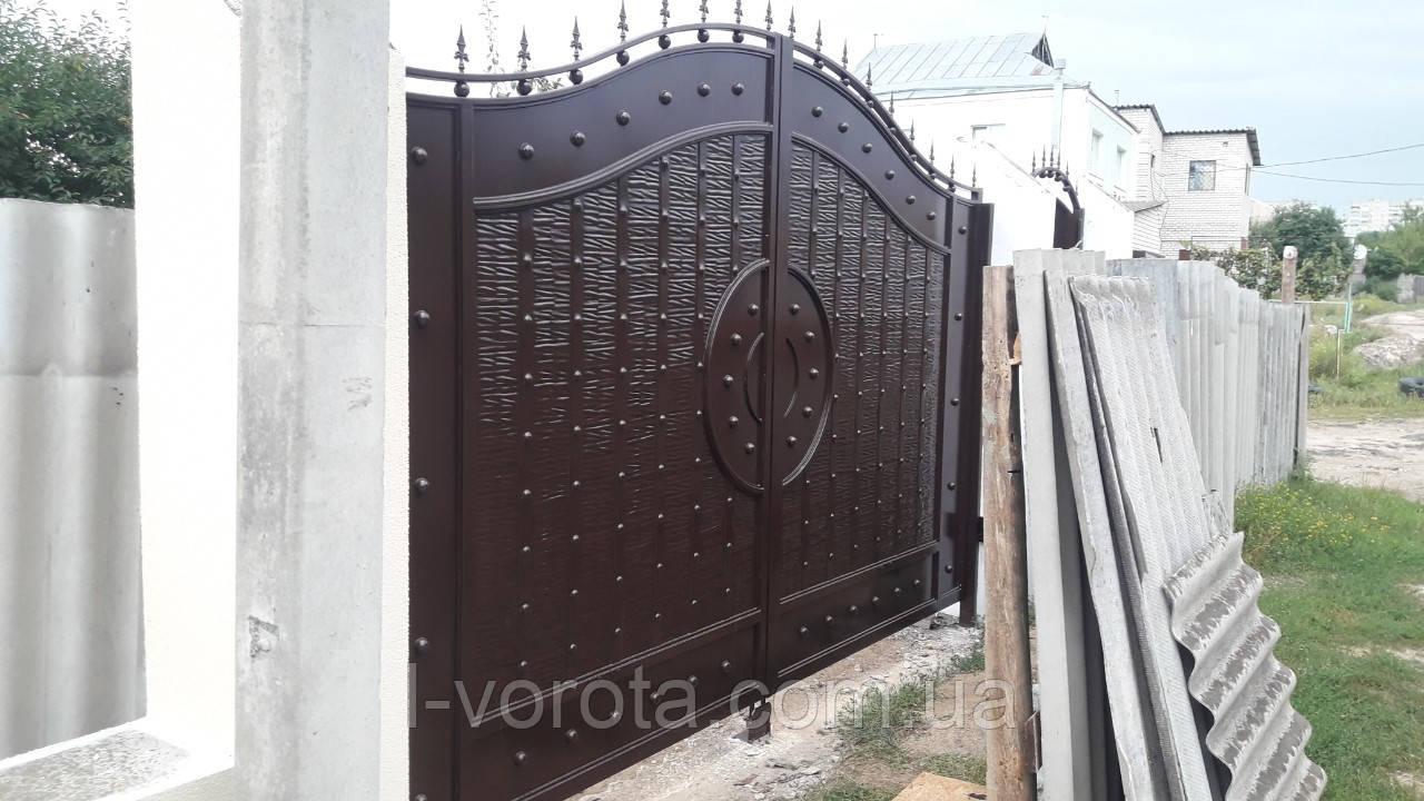 Распашные металлические ворота с рельефным декором (эффект жатки) ш3800, в2400