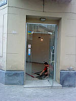 Двері зі скла.Склянні двері.
