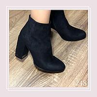 Женские демисезонные ботинки на устойчивом каблуке черная замша, фото 1