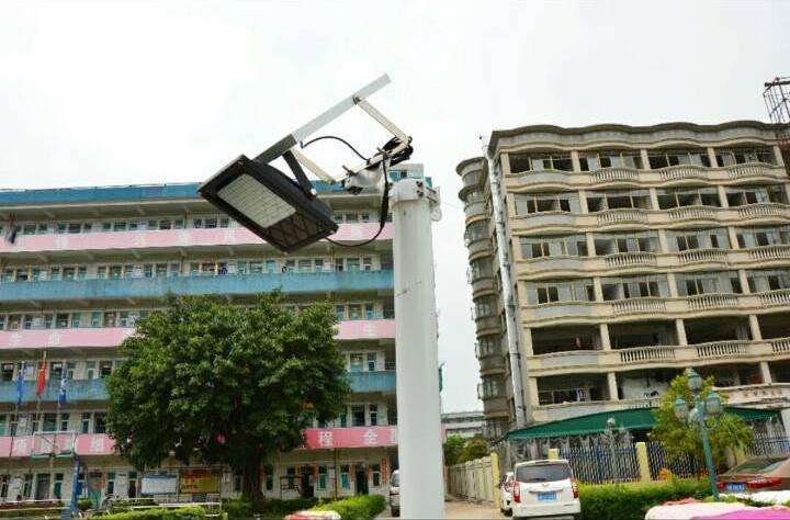 Уличный светодиодный прожектор на солнечной батарее 120 LED 3.7 В/10 000 мАч