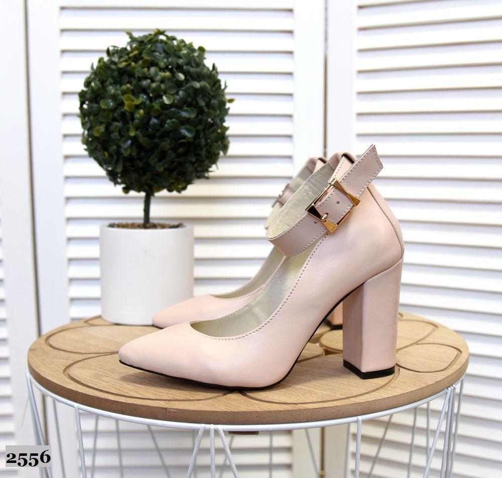 Кожаные туфли на устойчивом  каблуке 35-40 р пудра