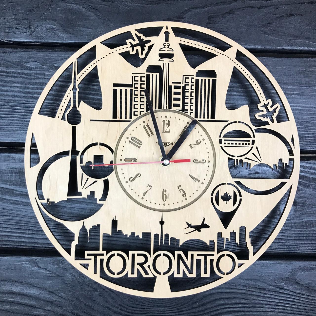 Круглые настенные часы из дерева «Канада, Торонто»
