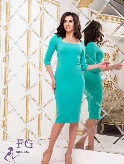 Деловое платье до колен по фигуре с квадратным декольте мятное