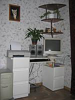 Стол компьютерный мини. белый