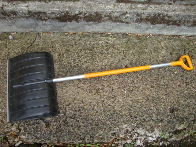Лопата для уборки снега Fiskars SnowXpert 1003469 3