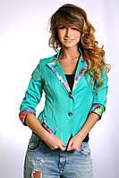 Женский жакет бирюзового цвета с V-образным вырезом и вставками из ткани с цветочным принтом