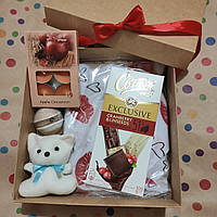 Подарочный женский набор с пижамой и приятностями в коробке