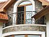Кованый французский балкон с перилами
