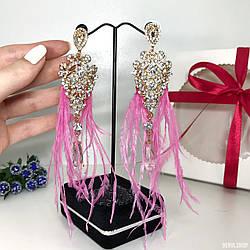"""Вечерние серьги - кисточки """"Lumina"""" ручной работы золотисто-розового цвета с перьями."""