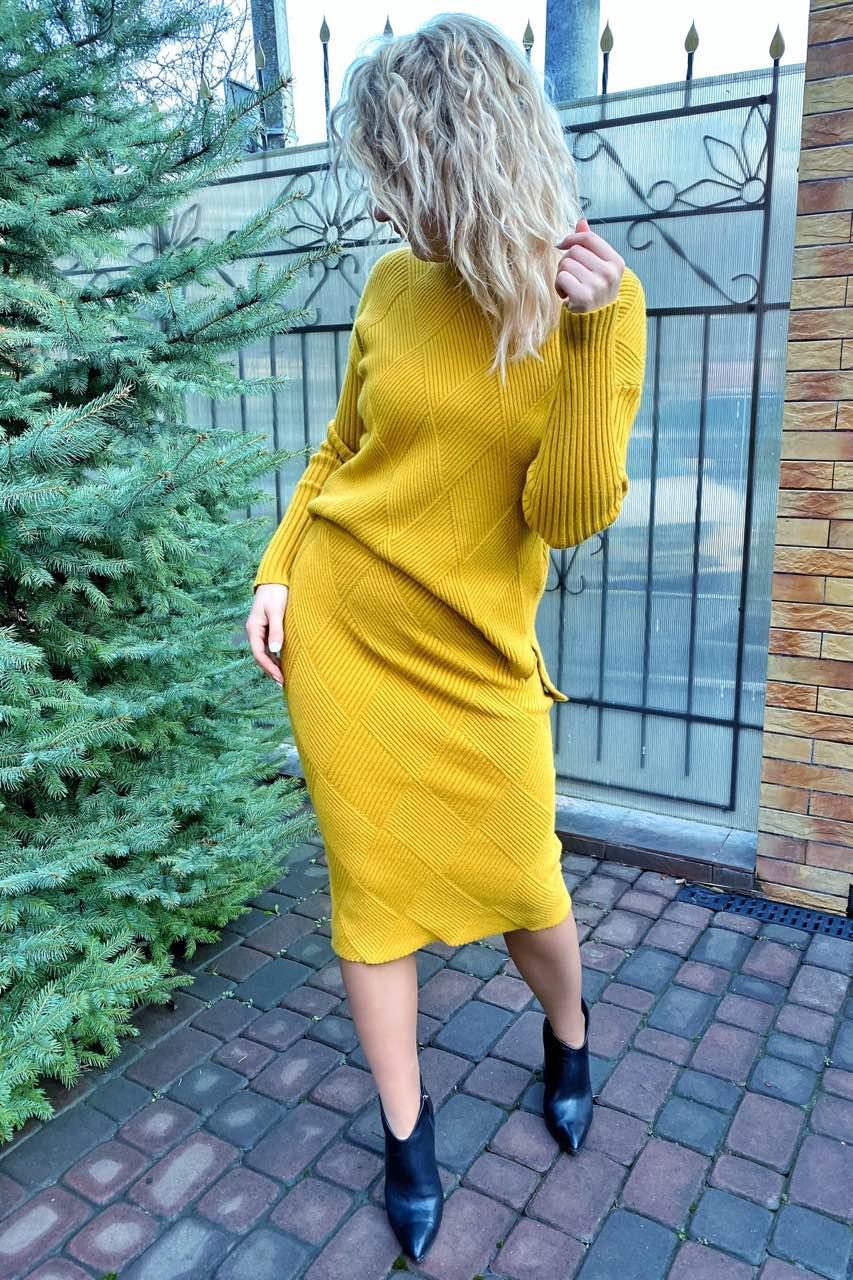 Стильный костюм двойка джемпер и юбка с трендовым узором ромбы P-M - горчичный цвет, L/XL (есть размеры)