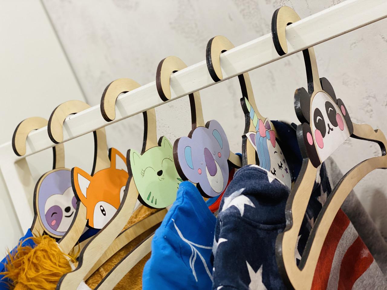 Плечики для детской одежды Intellect Wood 36,5 см*18,5 см деревянные с мордашками зверей (i00002)