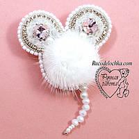 Брошка мишка, мишка брошка з каменів, намистин, бісеру, ручної роботи 6*5 см