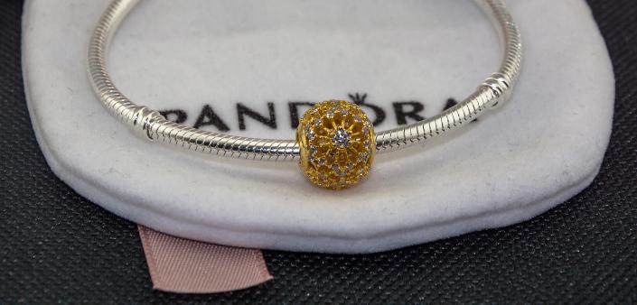 Подвеска шарм серебряная бусина с позолотой для браслета Pandora Пандора shine