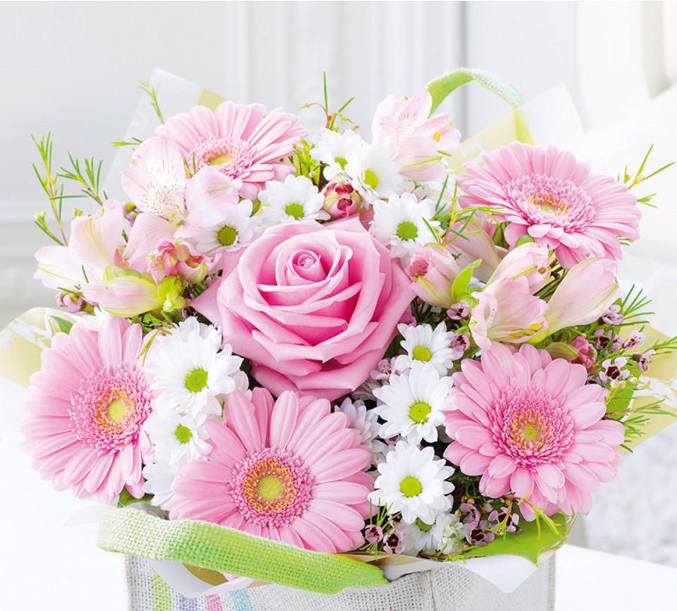 Подарочный бумажный пакет КВАДРАТ 24*24*10 см Букет из роз