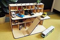 Деревянный гараж для машинок. Гараж для детских машинок.