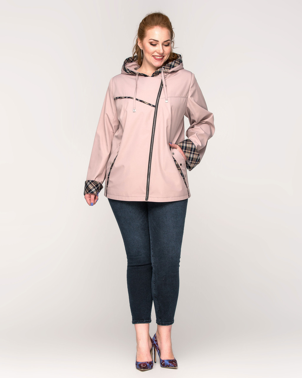 Женская куртка- ветровка  с капюшоном батал - М 4145