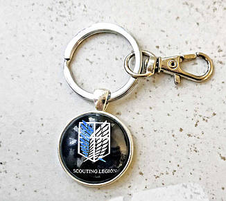 Брелок Атака Титанов символом отряда Scouting Legion