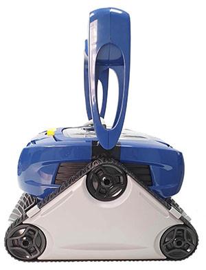 процесс уборки роботами-пылесосами Zodiac серии CyclonX в бассейне