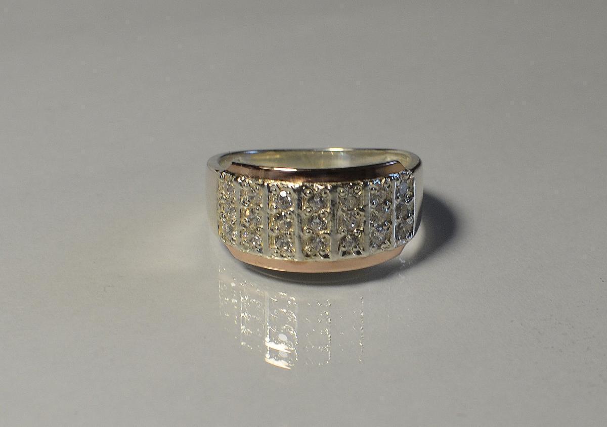 Серебряное кольцо с золотыми вставками 001к 15