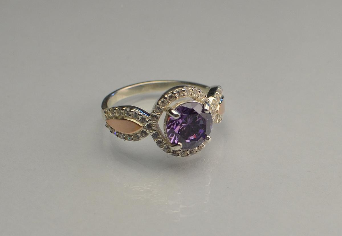 Серебряное кольцо с золотыми пластинками 089к 15.5 Аметист