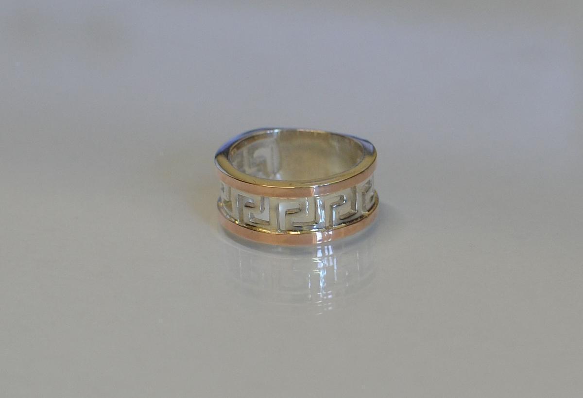 Серебряное кольцо с напайками из золота 022к 15