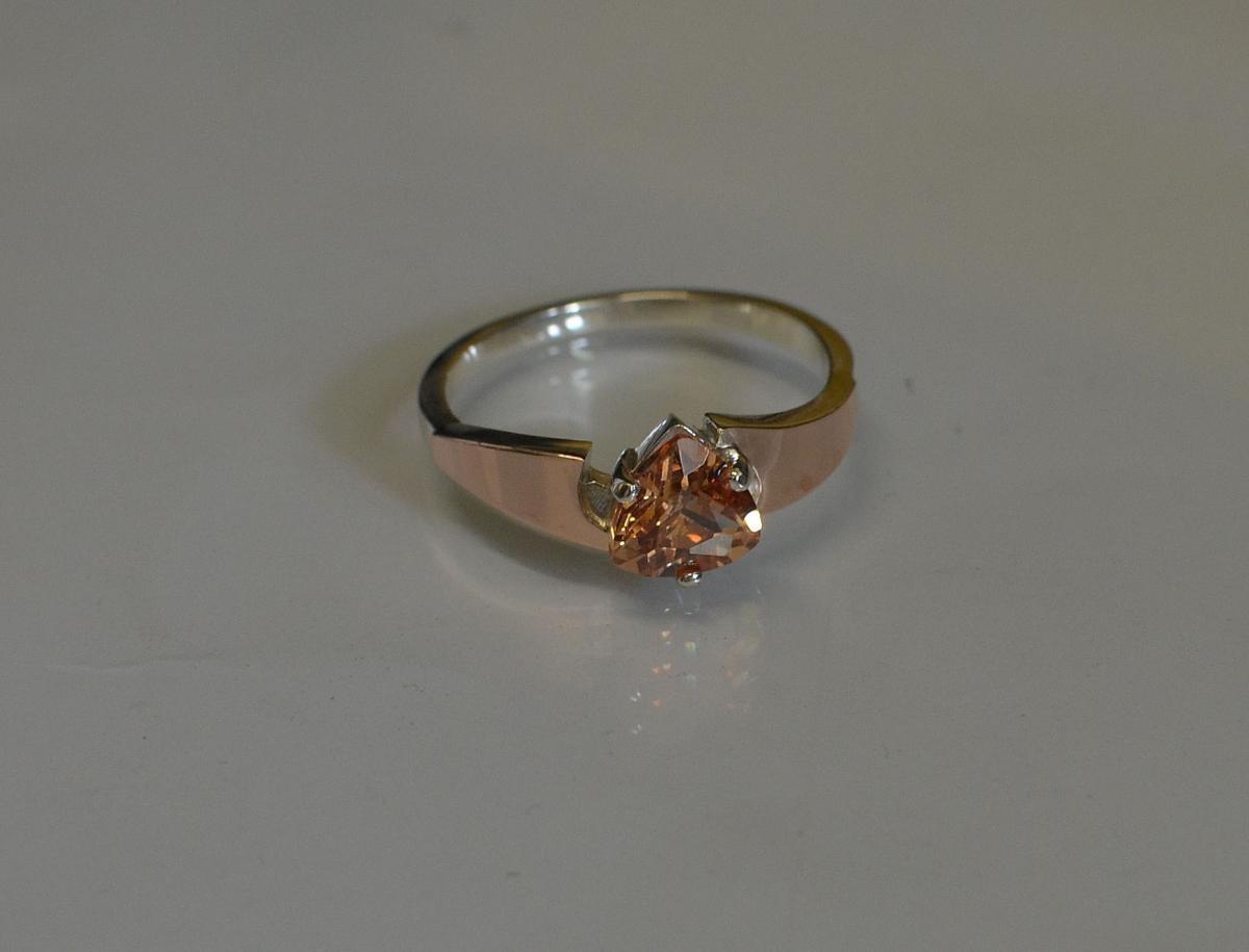 Серебряное кольцо с золотыми вставками 008к 15 Шампань