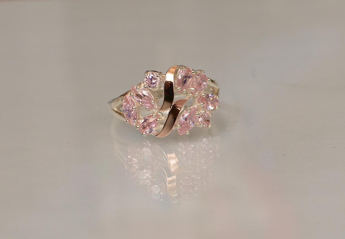 Серебряное кольцо с золотыми вставками 133к 15 Розовый