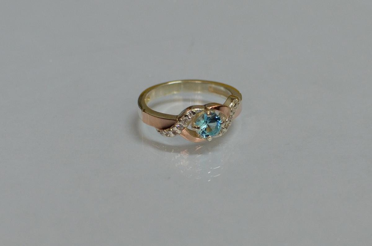Серебряное кольцо с золотыми вставками 128к 15 Светло-голубой