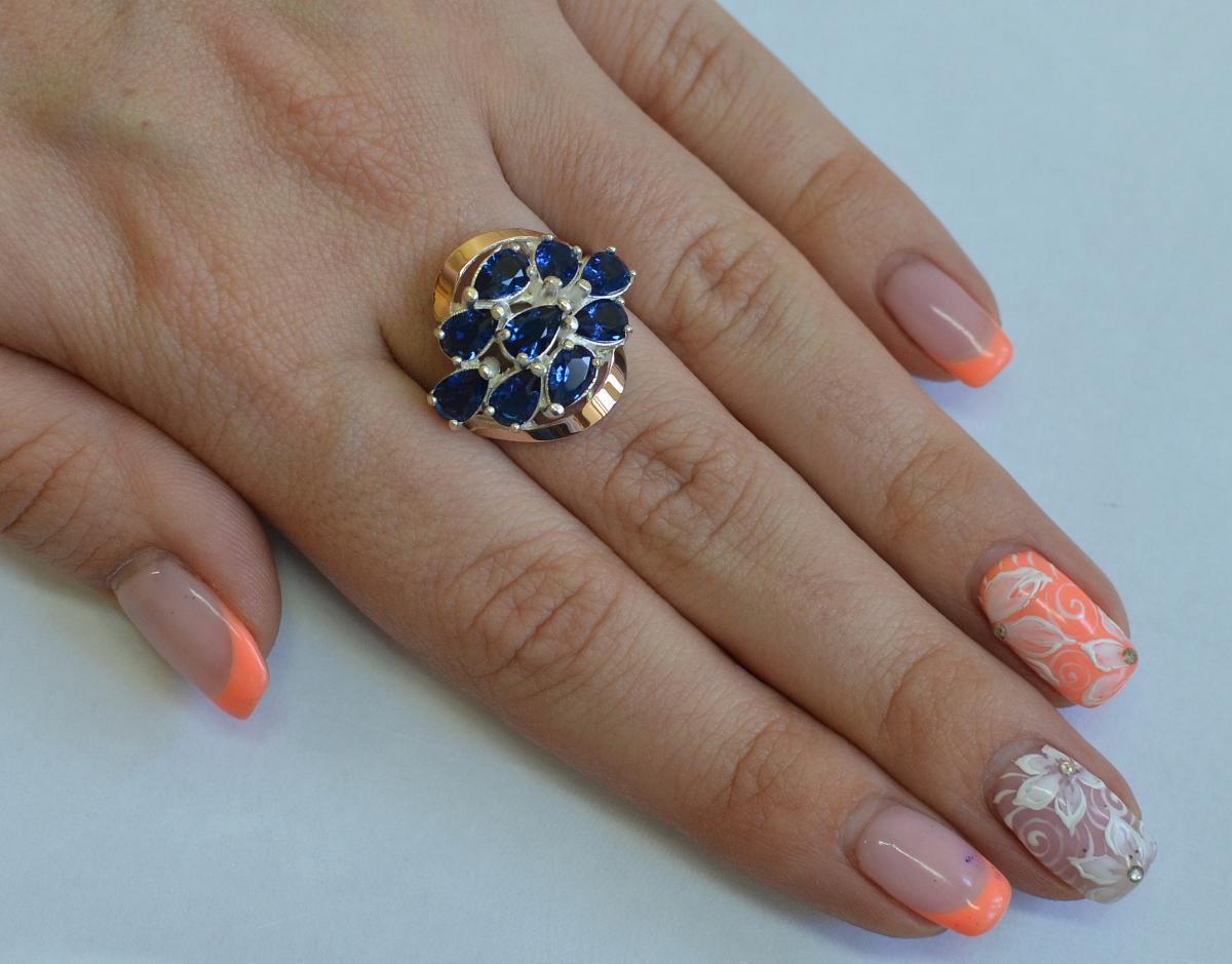 Кольцо серебряное с золотыми вставками 082к 15 Синий