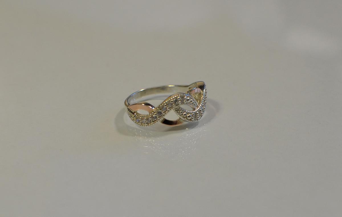 Серебряное кольцо с золотыми напайками и фианитами 081к  15