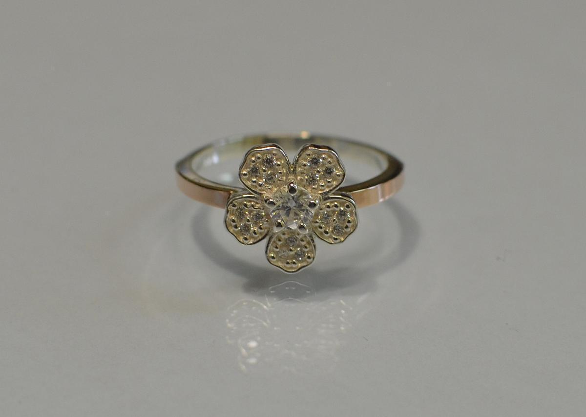 Кольцо серебряное с золотыми пластинами 094к 15 Белый
